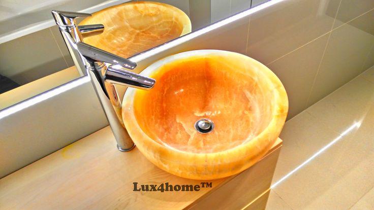 Umywalka z onyksu Gemma 501 Producent: Lux4home™ Rozmiary: 35x35x15 / 40x40x15 / 45x45x17 / 50x50x20 cm Materiał żółty onyks  Zapraszamy do współpracy sklepy i architektów wnętrz.