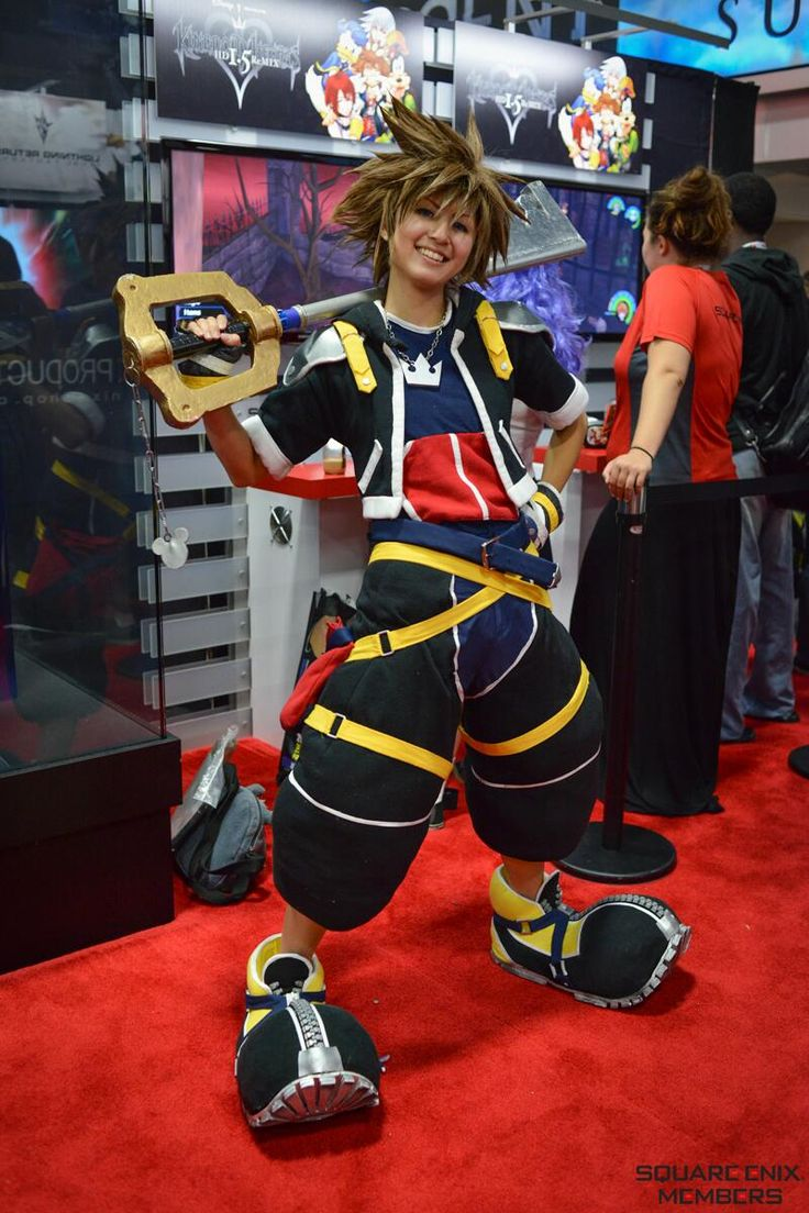 """""""Amazing. I wonder how she did the pants.... I'm starting on a kh1 Sora cosplay and can't figure out the pants."""""""