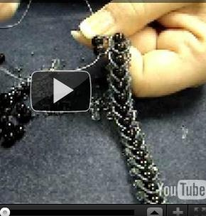 flat spiral stitch (2 links)  II part http://www.auntiesbeads.com/Flat-Spiral-Stitch-2nd-Row-Video_p_4118.html