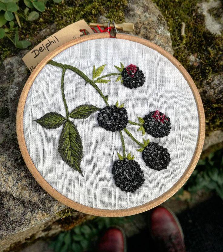 Des petites mûres ! Disponible au salon du made in France à Paris portes de Versailles le 10, 11 et 12 novembre ! ❤ @larevolutiondufaitmain . . . . . . . #mûres #mures #hoopembroidery #blackberries #botanique #botanic #fruit #fleur #fruits #noir #black #handembroidery #embroidery #embroideryart #broderie #broderiemain #handmade #faitmain #brodeuse #embroiderer #embroidered #madeinfrance #delphil #tatoueusedetissu #modernembroidery #stitch #stitching #contemporaryembroidery…