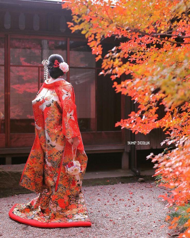 #名古屋ロケーション前撮り . . 今日は名古屋でロケーション前撮り . 日本庭園で色打掛の撮影後 . 庄内緑地公園へ移動してドレス撮影 . さらに名古屋駅前でナイト撮影まで丸一日お付き合いいただきました . . はじめは雨予報だったのに延期しなくてほんと良かったですね . 色打掛最強に素敵でした . . . #紅葉の赤と色打掛の赤 #さらにガラスに映る紅葉の赤の赤尽くし #ジャパンだなぁ . #結婚写真 #プレ花嫁 #卒花嫁 #ブライダル #ウェディング #結婚準備 #ロケーション前撮り #カメラマン #ヘアメイク #前撮り #結婚式前撮り #写真家 #名古屋花嫁 #和装前撮り #持ち込みカメラマン #ウェディングフォト #2018春婚 #結婚式レポ #東京カメラ部 #日本中のプレ花嫁さんと繋がりたい #日本中の卒花嫁さんと繋がりたい #ウェディングニュース #チェリフォト #marryxoxo #weddingphoto #バンプデザイン