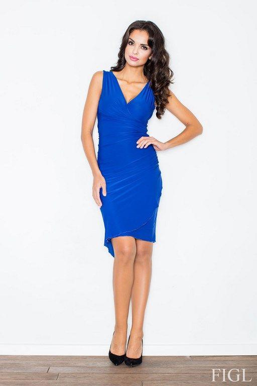 Niebieska sukienka o przyległym fasonie