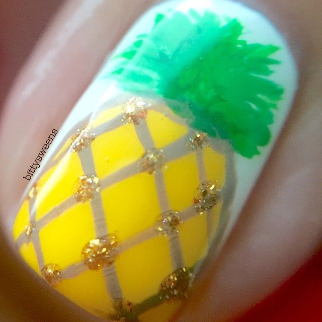 Pineapple Nails by Instagrammer @bittysweens