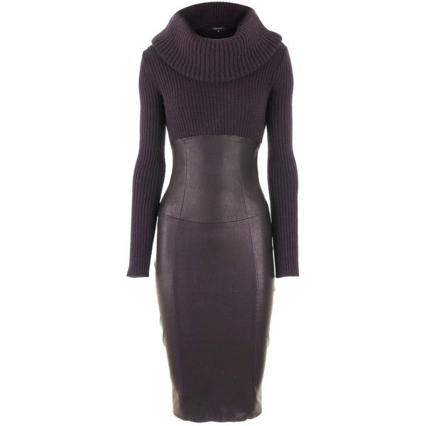 Luxuriöses Zusammenspiel: Auberginefarbenes Lederkleid in figurnaher Passform mit Oversize-Rollkragen und langen Ämeln. Zum Eyecatcher wird das Kleid durch den…