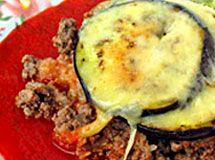 Receita de Mini Lasanha de Berinjela - mini lasanha sobre um aro. Faça uma base de molho de tomate. Ponha uma fatia de berinjela e uma camada de batata amassada. Entre com a carne e...
