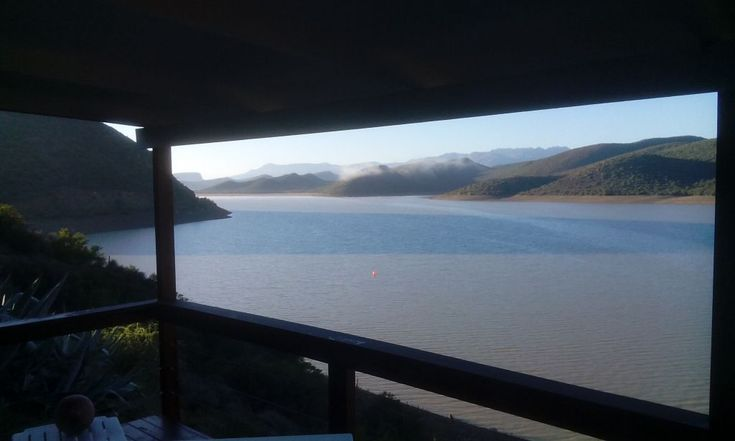 Gumtree Manor accommodation near De Rust, Western Cape. Here's a real stunner for both Klein Karoo diehards, fishermen, birdwatchers, artists and dreamers. Whether you're here to soak up the view or in need of heavy duty R&R, Gumtree Manor ticks all the boxes when it comes to waterside living.