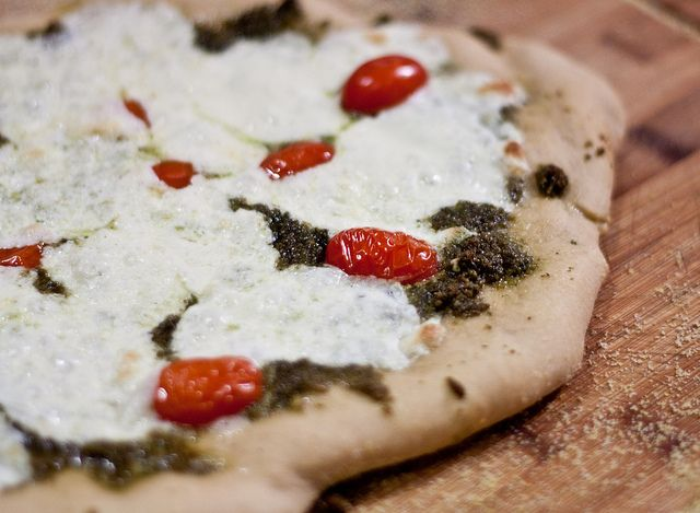 Artisan pizza - must try this dough: Jew Wanna, Holidays Feast, Artisan Pizza, Kief Kos, Indian Food, Daily Diet, Healthy Food, Favorite Recipes, Artisan Pesto