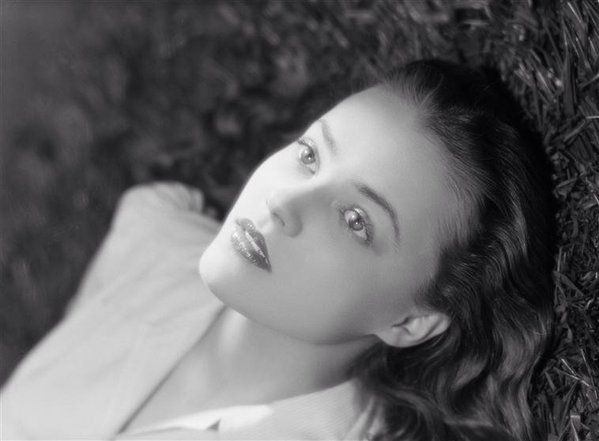 A preposterously young Jeanne Moreau....
