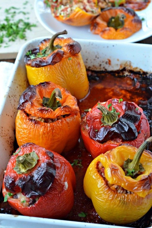 Vegetarian Greek Stuffed Peppers are make ahead, filling, healthful and a great meatless dinner idea! | mountainmamacooks.com
