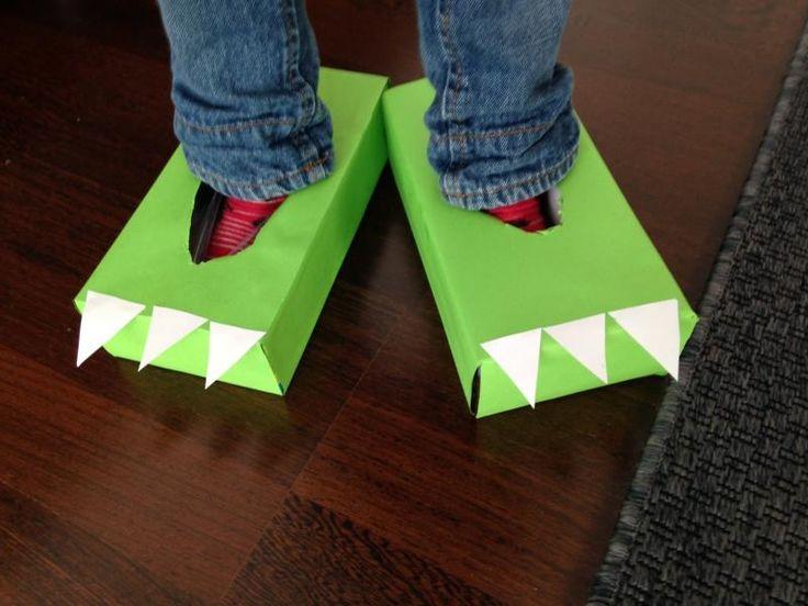 Heb je twee kartonnen dozen in huis? Dan kan jouw kindje deze namiddag deze te gekke krokodillenpoten in elkaar knutselen. Ze zien er superstoer uit, maar ze bijten niet!