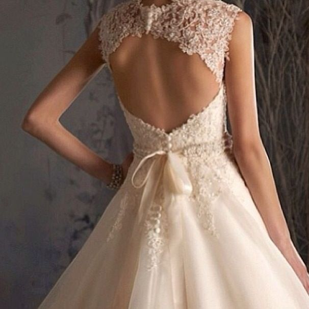 Wedding dress. Lace open back.