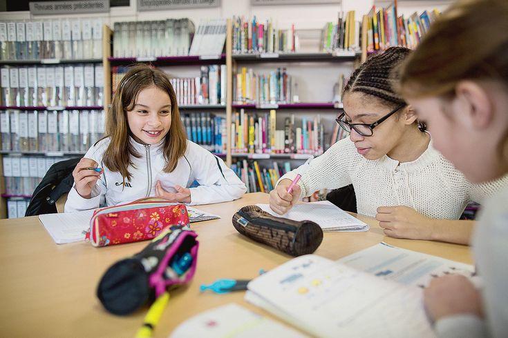 Des élèves du collège Anatole-France de Clayes-sous-Bois (Yvelines) dont les…