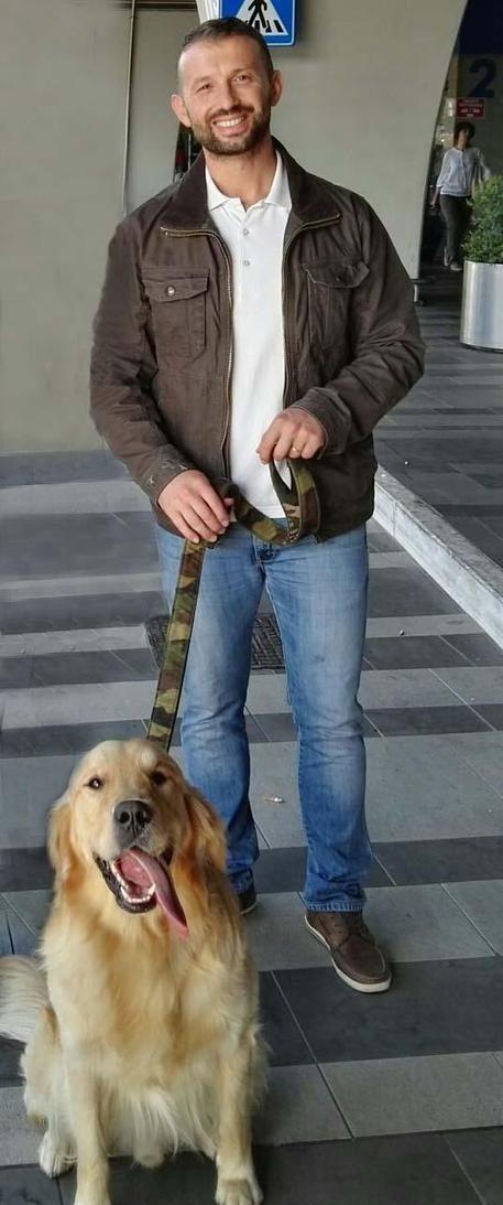 Salvatore Girone con il suo cane Argo all'aeroporto di Fiumicino © ANSA