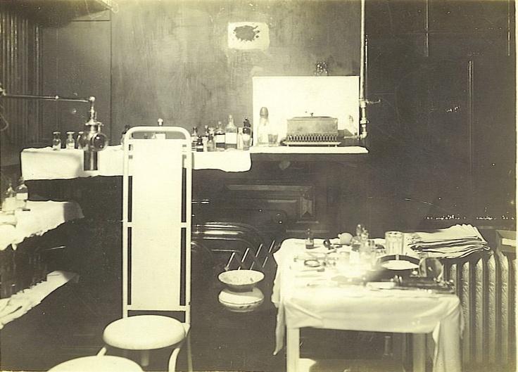 medical exam room 1918