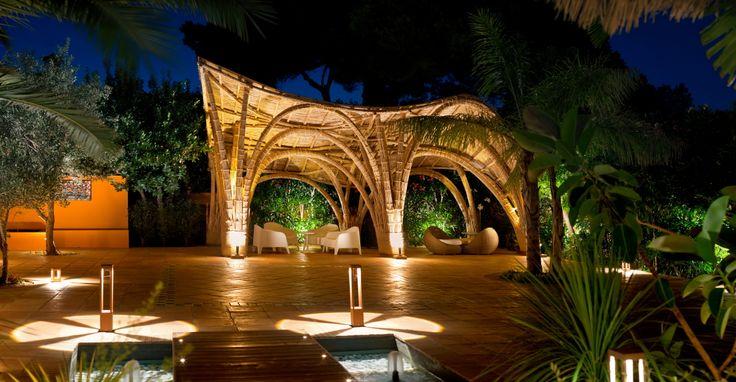 Para descansar en Dénia, que mejor que disfrutar de una estancia en el Hotel Les Rotes y desconectar en su jardín!!