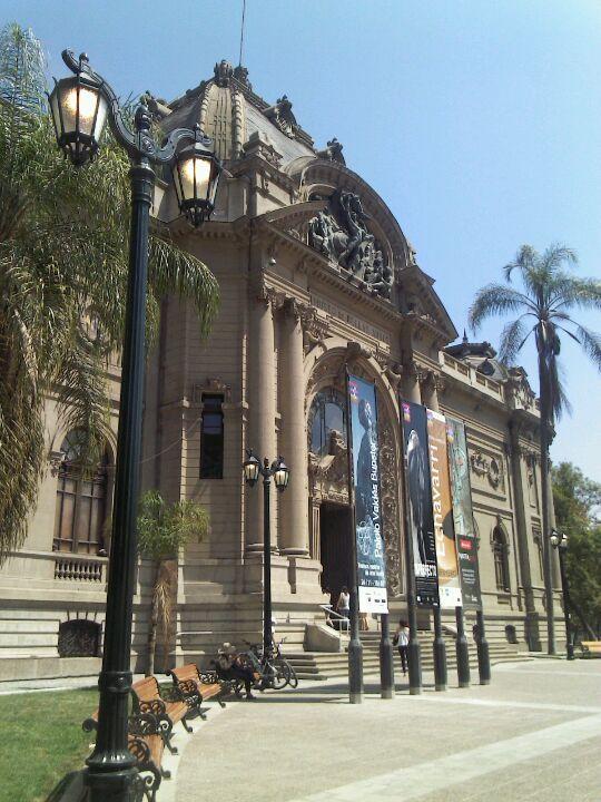 Museo Nacional De Bellas Artes (aberto de 3ª a domingo das 10h às 18h50)
