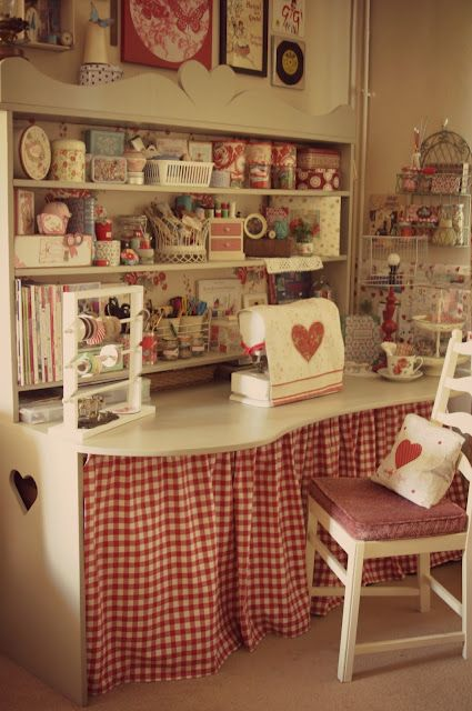 """red  white sewing table accessories by Tania at """"Sew a Little Love"""" blog ✿Teresa Restegui http://www.pinterest.com/teretegui/✿"""