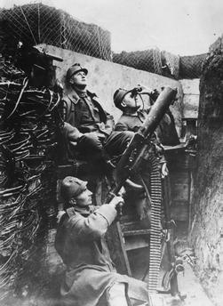 WWI, Austrian soldiers, flak. - AKG Images