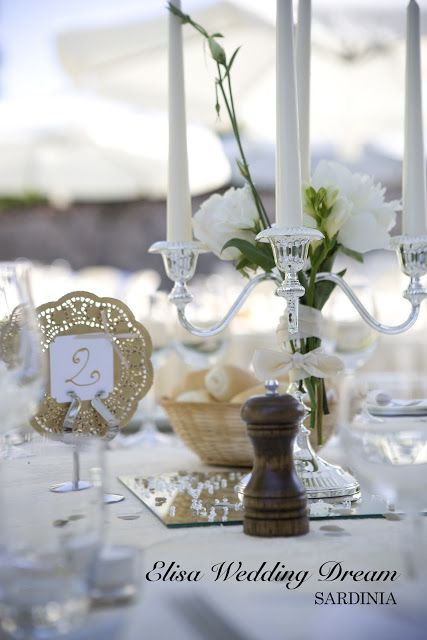 Wedding Table with Golden Details| Destination Wedding Sardinia| Wedding Planner Sardegna| http://elisaweddingdream.blogspot.it/2012/12/real-wedding-sonia-e-pierpaolo.html