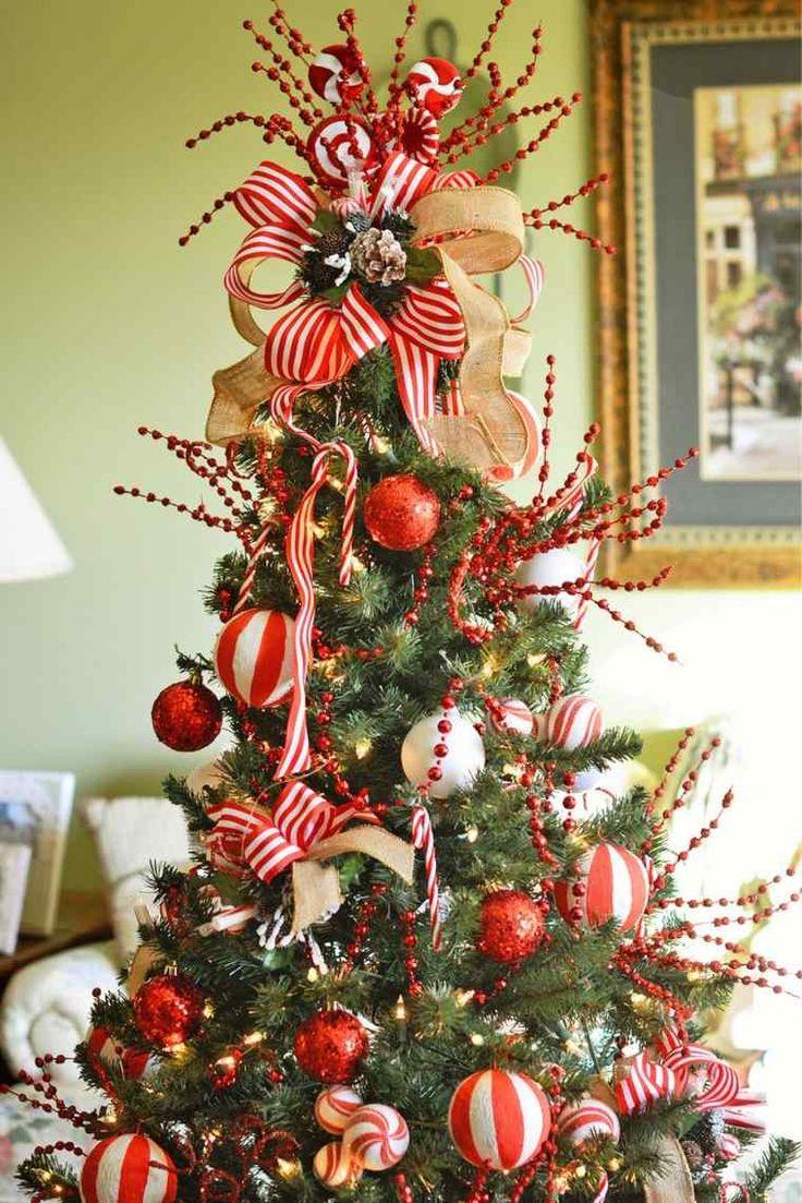 Bolas y lazos en blanco y rojo para decorar el rbol de - Lazos para arbol de navidad ...