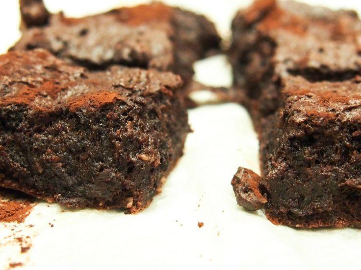 Mørk sjokoladekake; sukkerfri og uten helsekostprodukter