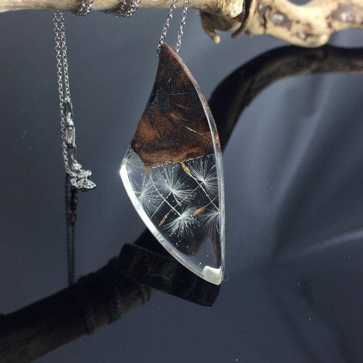 Ein persönlicher Favorit aus meinem Etsy-Shop https://www.etsy.com/de/listing/546389226/resin-wood-necklacedandelionharz-holz