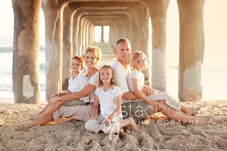Summer Beach Photo Pose Ideas | ... photography family posed on beach manhattan beach three kids white