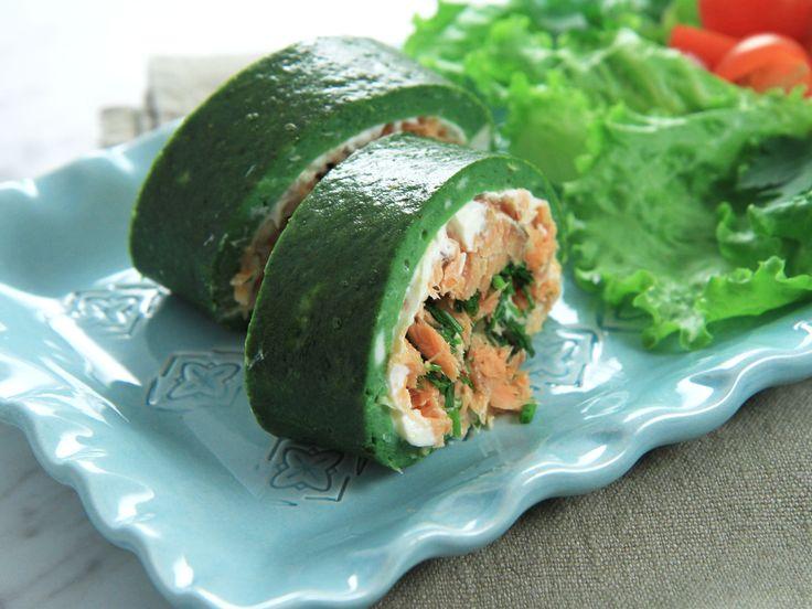 Grön rulltårteomelett med varmrökt lax | Recept från Köket.se