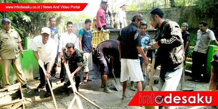 Warga Batu Kembar Ciderum Penerima Manfaat Betonisasi Jalan Desa Ciherangpondok