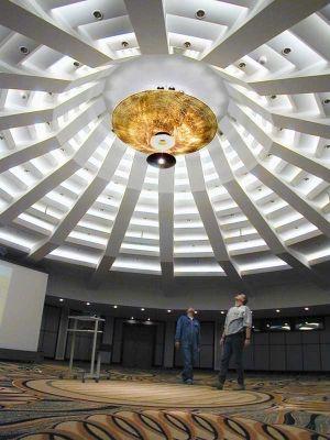 Großer Kronleuchter im Nikko Hotel in Düsseldorf