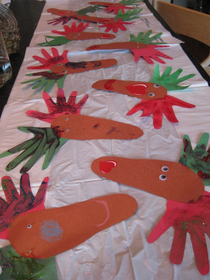 Easy, cute cards to send to family... reindeer heads (made of a foot) with hand-tlers...Cute Cards, Reindeer Head