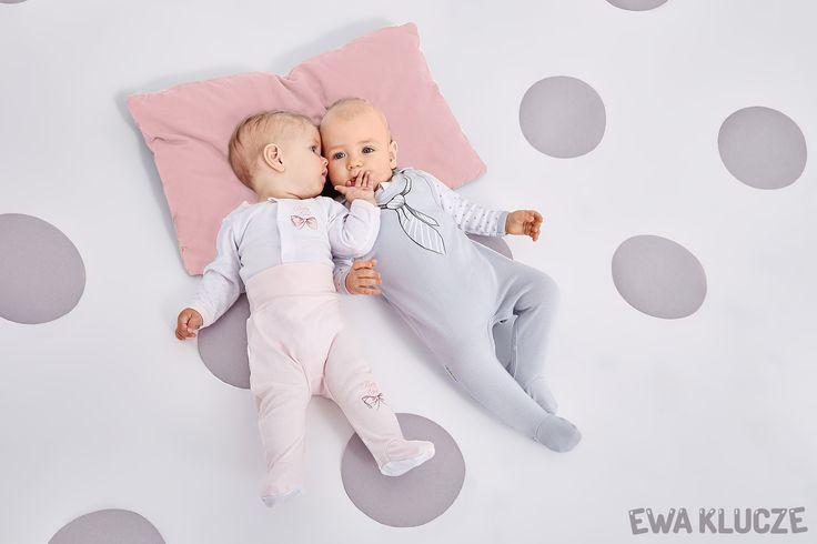 EWA KLUCZE, kolekcja CLASSIC BABY, szary śpioch dla chłopczyka, kaftanik w gwiazdki, półśpioch różowy dla dziewczynki, body w serduszka, ubranka dla dzieci, EWA KLUCZE, CLASSIC BABY collection, grey baby boy, jacket, baby girl pants, bodysuit, baby clothes