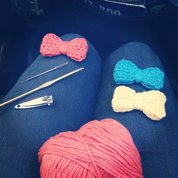 Crocheting lots of hair bows @makeandtakes.com