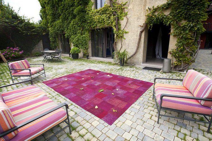 20 idées de tapis d'extérieur – réussir la déco du coin repas en plein air