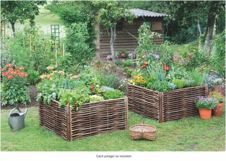 Plates bandes sur lev es and lits on pinterest for Idee carre potager