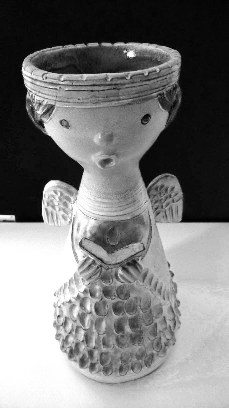 Acolyte angel singing