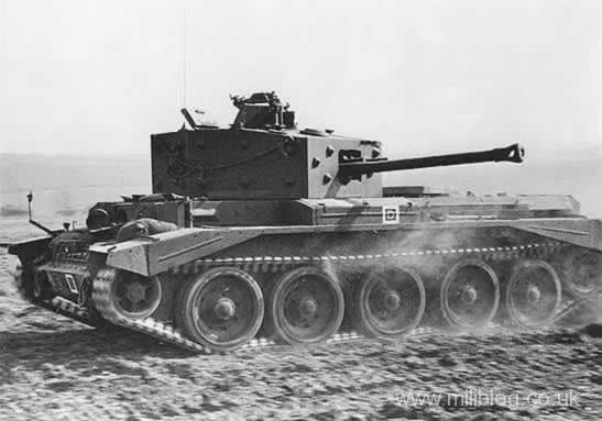 Cromwell tank in desert, turret turned. #worldwar2 #tanks