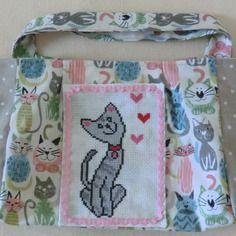 Petit sac à main enfant en tissu coton brodé chat gris et cœurs pour petite fille fait main