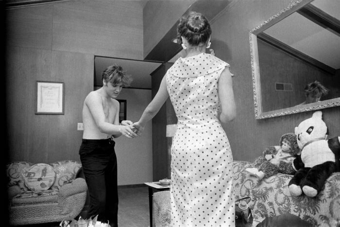 Elvis Dancing With His Girlfriend 176 176 176 Elvis Presley