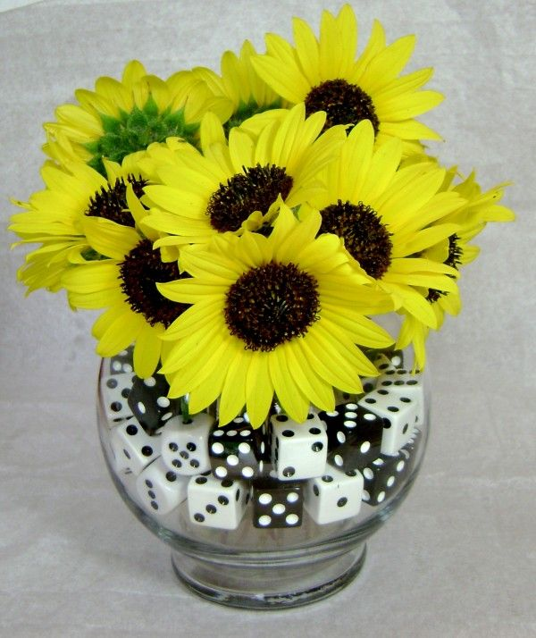 Decorate a vase with dice for #Bunco night!: Casino Games, Game Night, Bunco Ideas, Floral Decor, Red Flowers, Parties Ideas, Clever Ideas, Centerpieces, Games Night Decor