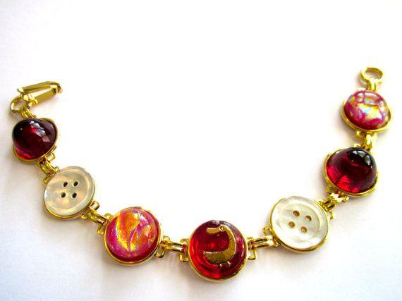 Antique button bracelet, red glass duck button, gold links: Plates Link, Gold Links, Antique Buttons, Antiques Buttons, Red Glass