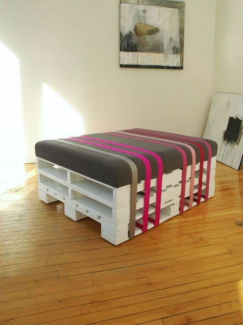 http://palletfurnitureplans.blogspot.com/2013/03/26-pallet-table-moveable-piece-of-art.html