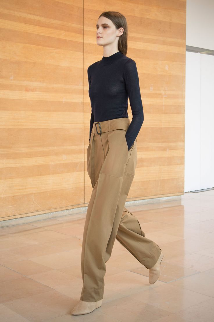 7. Second-skin in merino wool / Cargo pants in water repellent cotton bachette / Boots in calf leather