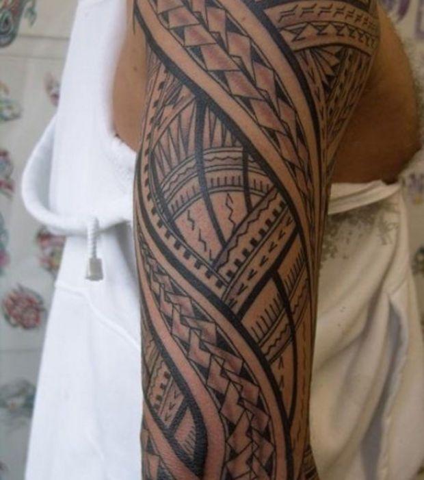 Tatouage tribal: de belles lignes pour ce motif sur le bras