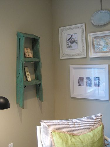 Antique ladder: Cottages Style, Ideas, Old Furniture, Step Stools, Cottages Looks, Wall Shelves, Display Shelves, Step Ladder, Ladder Shelves
