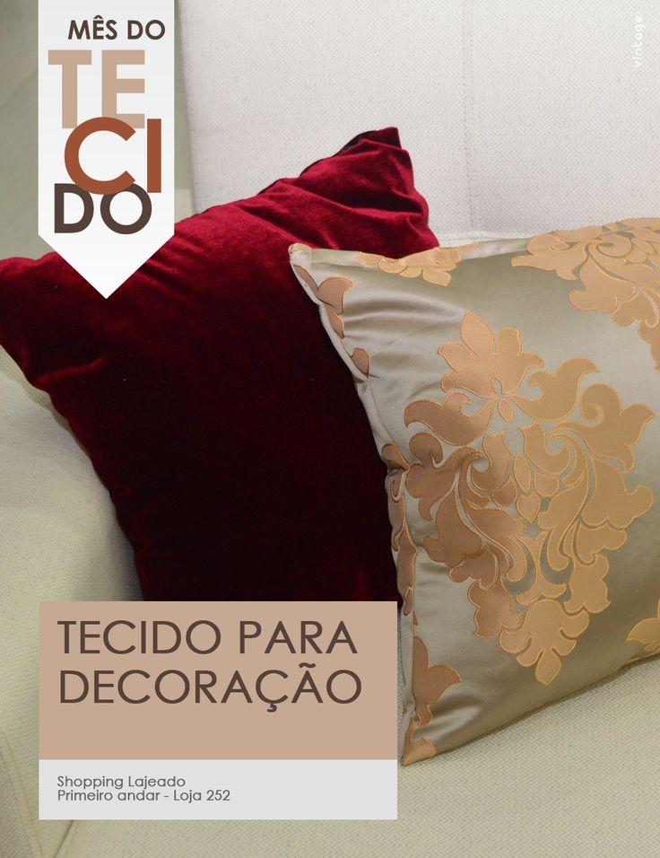 Os tecidos para decoração são versáteis e conseguem conferir aquele charme a mais na decoração. Na imagem, temos o Veludo animale amassado (sofá) + Infiniti Multi Color (almofada vermelha) + Park Avenue (almofada com brasão). Gostou? Venha conhecer nossos produtos e aproveite os preços incríveis do Mês do Tecido!  #tecidos #decoração #casa #promoção #MêsdoTecido #Maio #TêxtilHome #ShoppingLajeado