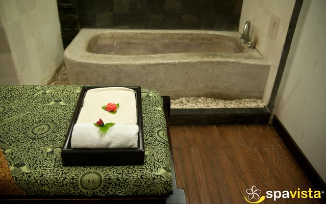 Giri Loka Spa is one of the facilities in Harmoni Hotel. Situated in Nagoya, Batam, this place is surrounded by the beach and having a lot of businessman visitors outside city or country.
