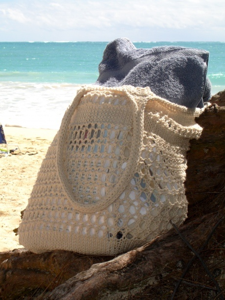 Easy #knit beach bag.  This would also be a great pattern to try for grocery shopping!
