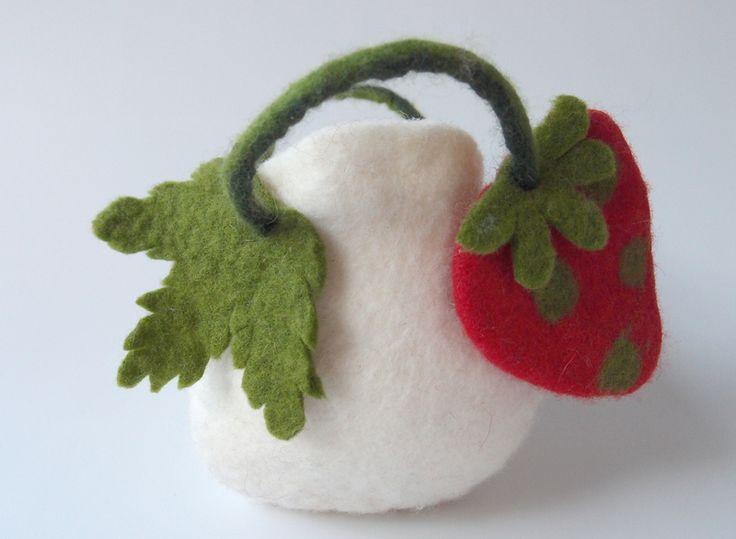 Apfeltasche für die Schultüte mit Erdbeere von miniaturi - Schönes und Nützliches, Märchenhaftes und Verspieltes für Groß und Klein auf DaWanda.com