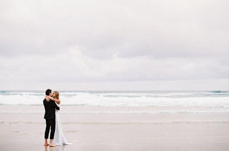 Свадебная фотосессия из Австралии: пляж и старинный особняк